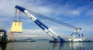 1,300 TON FLOATING CRANE AND 1,060 HP TUGBOAT FOR